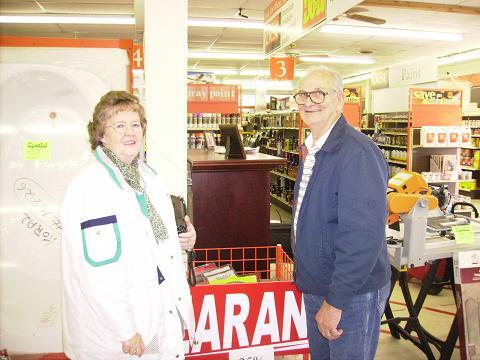Folks shop for Bargains1